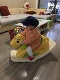 Лошадь 2017 младенца Wondeful пластичная тряся Toys (HBS17014B)