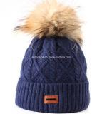 Подгоняйте реальной шлем зимы шлема шерсти POM POM связанный рукой