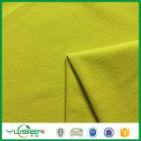 Tricot giallo per l'indumento
