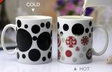 マグカラーコップのコーヒー敏感な魔法の陶磁器を変更する熱