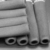 Il collegare della spina di scintilla caric il sistemaare il manicotto della protezione dello scudo termico