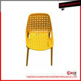 一義的なデザインか優雅なプラスチック注入アーム椅子型