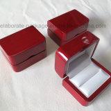 Contenitore di legno di anello dei monili di campionato del grado del piano di rivestimento rosso superiore della lacca