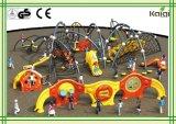 子供、屋外の運動場、遊園地に上っている子供のための屋外の上昇