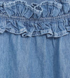 Платье джинсыов симпатичной девушки с Двойн-Кладет украшение