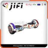 Individu d'équilibre équilibrant le véhicule d'E-Scooter de moteur électrique