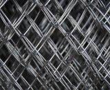電流を通されたPVC上塗を施してある金網のチェーン・リンクの塀