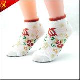 La venta al por mayor 2015 crea calcetines para requisitos particulares