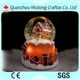 Globo illuminato Decoraiton dell'acqua di festa della resina del globo della neve di natale