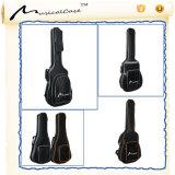 Guitarra acústica de pouco peso de Dreadnought do caso macio