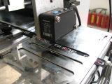 Breit gesponnener und gedruckter Kennsatz-Schnitt und Falten-Maschine