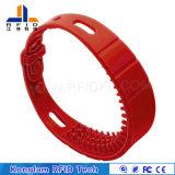 Bracelet imperméable à l'eau de couleurs d'IDENTIFICATION RF lumineuse de silicones pour la plage se baignante