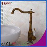 新しい真鍮の旧式な洗面器のコックの浴室のカウンター水混合弁