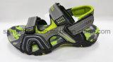 Sandalias planas antideslizantes de los deportes al aire libre de los muchachos