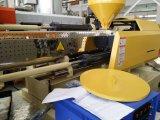 Máquina horizontal da modelação por injeção