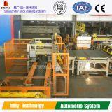Déchargement de la machine à l'usine de brique d'argile