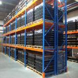 頑丈な倉庫の記憶の産業金属の棚付け