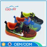卸し売り歩きやすい通気性の最新のモデルスポーツの靴