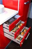 Hoher glatter Küche-Schrank