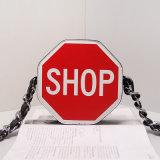 Il negozio rosso esprime i sacchetti di spalla delle signore di sacchetti della falda del reticolo (A031)