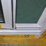 Gute Qualitätspuder-überzogener gerundeter Verschluss-schiebendes Aluminiumfenster mit Rasterfeld Kz309