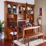 ガラスドアが付いている旧式なワインのキャビネット