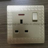 Interruptor estándar BRITÁNICO de la cuadrilla del socket de pared 3
