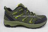Esportes dos calçados impermeáveis de homens ao ar livre que caminham sapatas