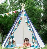 I capretti dell'interno & esterni del bambino dei bambini schioccano in su il Teepee del Tipi della tenda