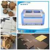 Máquina de corte e gravura a laser CNC de preço barato com Ce para venda a quente