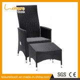 Aluminiumrahmen-Garten-Patio-Möbel-aus Weiden geflochtener hoher Plattform-Nichtstuer-liegenklappstuhl mit Schemel