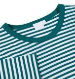 녹색 남자와 백색 줄무늬 t-셔츠