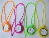 합금 다채로운 고무 간단한 간호원 적십자 로즈 시계