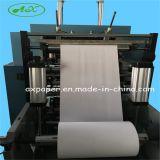 Máquinas que rajan del papel de rodillo enorme