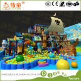 A corrediça interna impertinente da fibra de vidro do campo de jogos caçoa a área de jogo macia do castelo engraçado para a criança