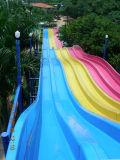 Скольжения воды парка воды радуги большие