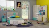 Insieme di legno variopinto della mobilia della camera da letto dei bambini