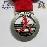 Medalla con final de la pintura a pistola, cinta de la corrida del maratón del traspaso térmico