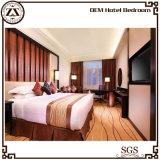 Белая мебель роскоши простыни гостиницы