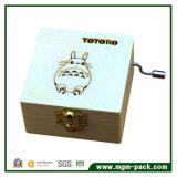 Boîte à musique en bois opérée à la manivelle par coutume avec Totoro
