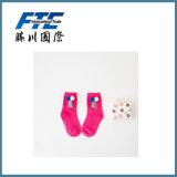 Calzini con i calzini del cotone della sfera e della nappa