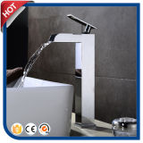 Robinet en laiton de bassin de robinet de cascade à écriture ligne par ligne de chrome pour la salle de bains