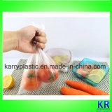 Sacs en plastique clairs de congélateur de catégorie comestible sur le roulis