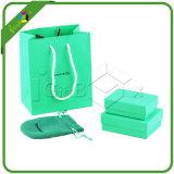 Progettare il sacco di carta per il cliente del regalo dei monili con il marchio