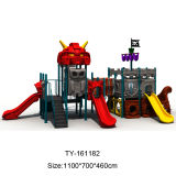 Спортивная площадка корабля пирата привлекательных детей опирающийся на определённую тему напольная