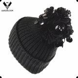 Un cappello lavorato a maglia Pompom alla moda dei 2017 Sequins