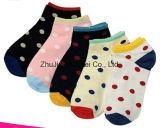 La fábrica vende al por mayor calcetines de encargo del barco del tobillo del poliester de las mujeres