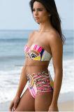 Europäer plus Größen-Damen füllte heißen Bikini auf