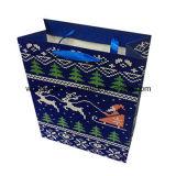 ショッピングおよび包装のための光沢のある薄板にされたクリスマスのペーパーギフト袋