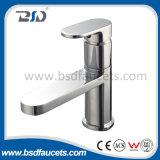 Почищенный щеткой Faucet ванны никеля латунной установленный стеной свободно стоящий